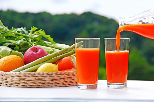 Friss gyümölcslevek méregtelenítő és a fogyás