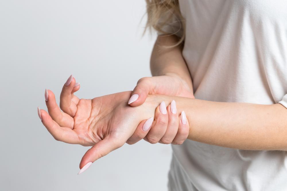 nyelv a lábujjak kezelése között
